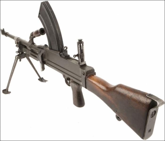 Qui est le constructeur de ce fusil mitrailleur britannique de type Mark II ?
