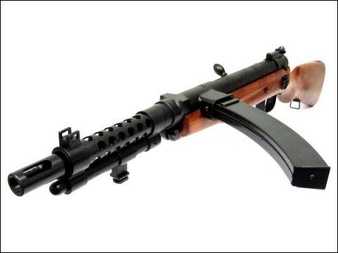 L'armée japonaise a adopté ce pistolet mitrailleur pour ses troupes. De quel type est cet arme ?