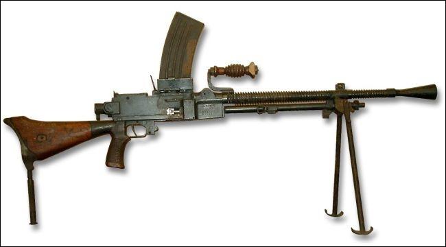 Puis vient le tour de ce fusil mitrailleur de la même armée. Quel est son type ?