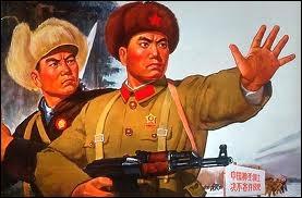 En septembre 1950 les Américains débarquent en Corée du Sud et repoussent les envahisseurs Nord-Coréens loin vers le nord près de la frontière chinoise. Que se passe-t-il alors ?