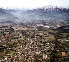L'image représente la ville de Lannemezan. Attribuez-lui sa région :