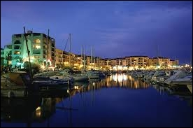 L'image correspond au port d'Argelès-sur-Mer photographié de nuit. Quelle est sa région ?