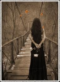 Tu ne seras jamais la reine du bal vers qui se tournent les yeux éblouis, puisque tu n'es pas née jolie il faudra que tu apprennes...