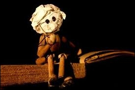 Moi je construis des marionnettes avec de la ficelle et du papier, elles sont jolies les mignonnettes  :