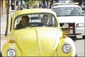De quelle couleur est la voiture d'Emma ?
