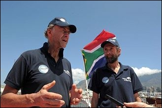 En 1993, il a traversé l'antarctique à pied.