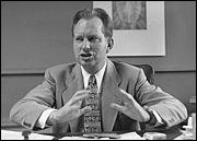 Inventeur de la  dianétique  et fondateur de l'église de Scientologie .