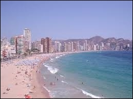 Quelle station balnéaire espagnole appartient à la Costa Blanca ?