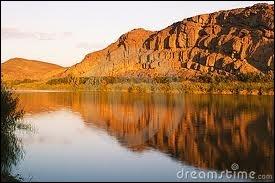Quels pays sont séparés par le fleuve Orange ?