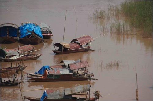 Quelle capitale asiatique se situe sur le delta du fleuve rouge ?