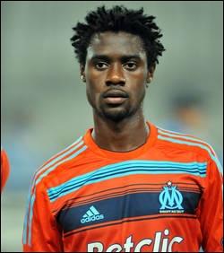 Comment s'appelle ce défenseur ayant marqué contre son camp lors du match Paris/Marseille, le 24 février 2013 ?