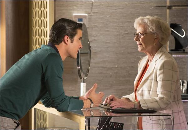 Saison 4 épisode 22 - Qui rencontre Blaine à la bijouterie ?