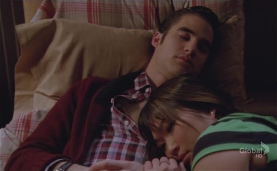 Saison 4 épisode 13 - Tina soigne Blaine car il a ...