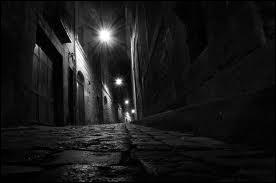 Ne laissez jamais vos garçons seuls la nuit traîner dans les rues, ils iront tout droit en prison ...