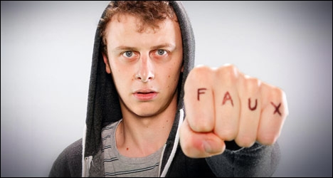 Lui il dit  Faux  !
