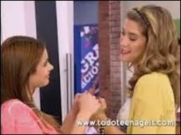 Quel est le lien entre Violetta et Angie ?