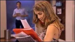 Quelle chanson Angie chantait-elle à la maison quand Germán l'a surprise ?