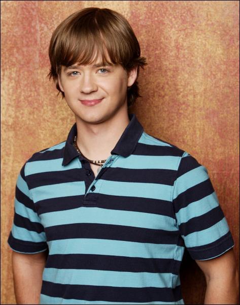 Qui est le frère d'Hannah Montana dans la série ?