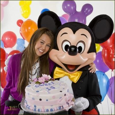Miley va fêter son anniversaire à Disney. Quel âge aura-t-elle ?