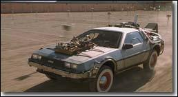 Doc et Marty voyagent dans le temps à bord d'une...