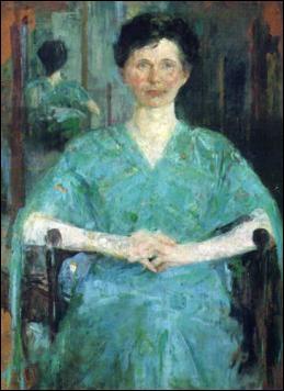 Portrait d'une femme en robe bleue.