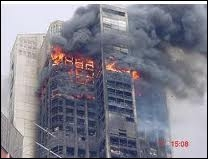Qui c'est qui viole les filles le soir dans les parkings, qui met l'feu aux buildings c'est toujours les zonards...