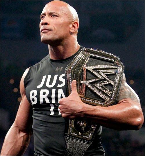 The Rock a modifié la ceinture de la WWE. Si le champion change, la ceinture restera ainsi.
