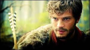 Comment s'appelle le Chasseur ? (Malheureusement tué par la reine qui est jalouse d'Emma).