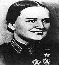 Marina Raskova fut une figure soviétique pendant la Seconde Guerre mondiale. Fondatrice de 3 régiments féminins durant la guerre face à l'Allemagne. Dans quel domaine militaire s'illustra-t-elle ?