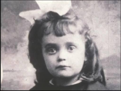 Non, je ne regrette rien . Qui est Édith Giovanna Gassion ? Complétez ce couplet :  Avec mes souvenirs (... ) Mes chagrins, mes plaisirs Je n'ai plus besoin d'eux .