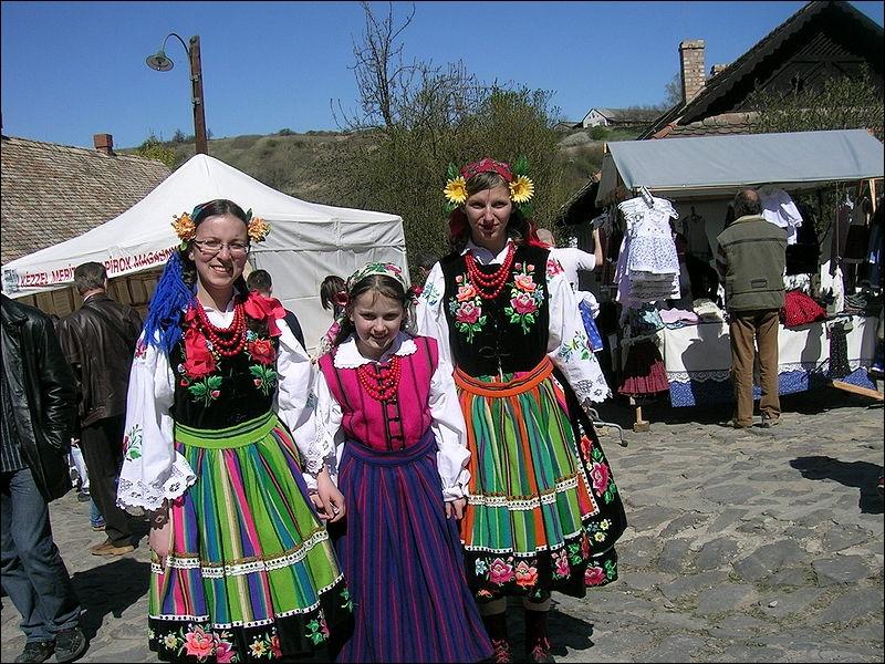 Les villes de Salers et d'Holloko (Hongrie) officialisèrent en 2010 leur union dans le cadre d'un jumelage. Retrouvez la capitale de ce pays de l'Europe de l'Est.