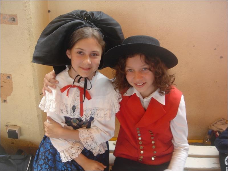 Changeons de latitude. Combien de départements ces gentils enfants alsaciens vous feront-ils visiter ?
