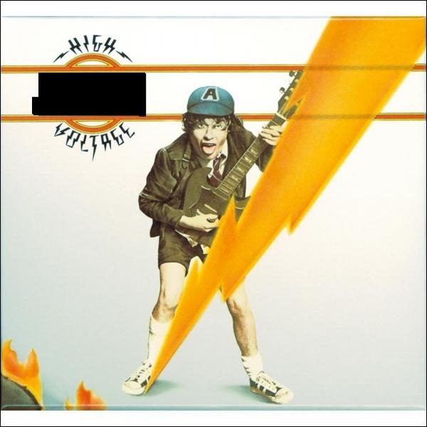 Quel groupe a sorti l'album studio  High Voltage  ?