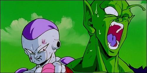 Qu'est-ce que Piccolo lui fait lorsque Freezer obtient sa forme finale ?