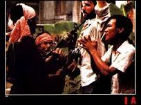 1975, Cambodge, les Khmers rouges prennent Phnom Penh. Schanberg, reporter, a pour assistant Dith Pran. Pran est arrêté et envoyé dans un camp de travail, Schanberg regagne les USA, alors que la répression s'abat sur le Cambodge