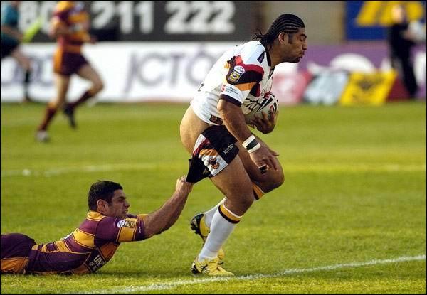 L'amour, c'est comme le rugby, ça commence par une touche ...