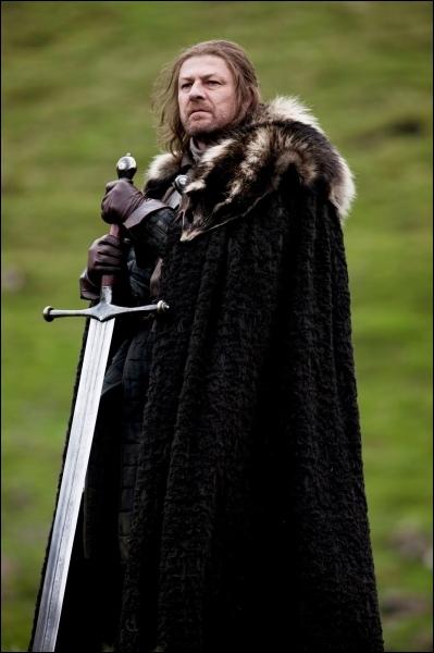Comment se nomme l'épée d'Eddard Stark ?
