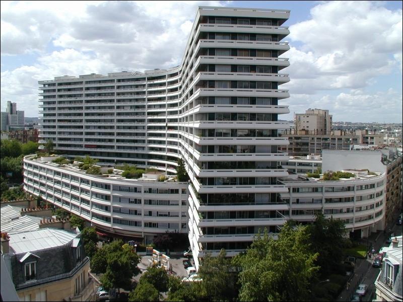 Combien d'étages compte cet immeuble ?