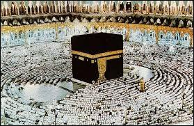 Combien de fois un pélerin musulman doit-il tourner autour de la Kaaba ?