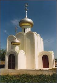 Dans quel pays la religion orthodoxe n'est-elle pas le plus fort taux de fidèles ? (En illustration, l'église orthodoxe de Grassac en Charente)
