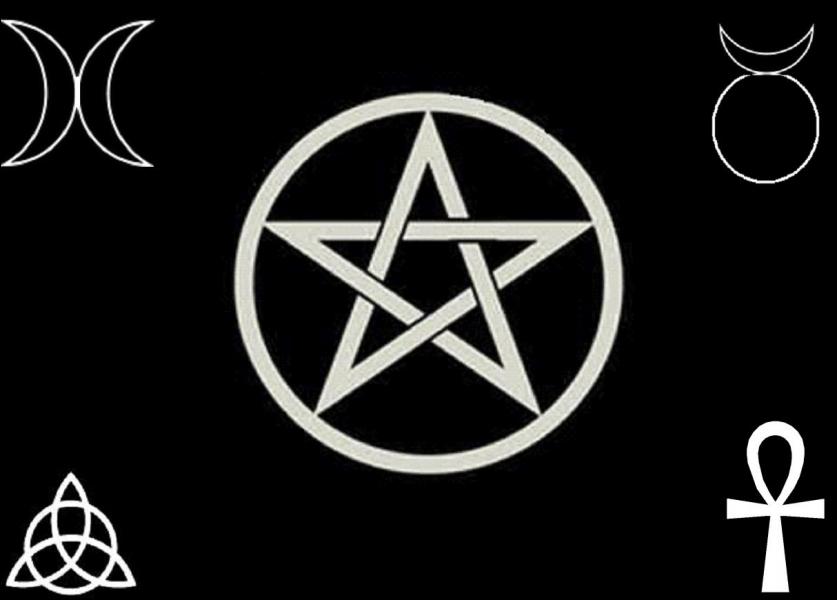 Ce mouvement est mêlé de druidisme, de chamanisme et de mythologie celtique. Ses adeptes auraient été accusés de sorcellerie car ils adorent un Dieu cornu et une Grande Déesse et usent de la magie.