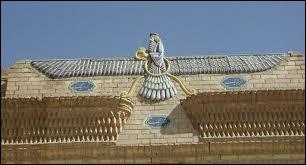 Le mazdéisme a été réformé pour devenir le zoroastrisme. Qui en fut le prophète ?