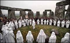 À quelle occasion, aujourd'hui encore, les adeptes du druidisme se réunissent sur le site mégalithique de Stonehenge ?