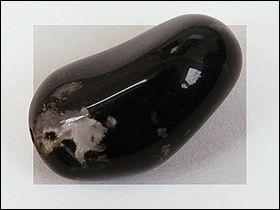 Quelle est cette pierre fine de la famille des calcédoines ?