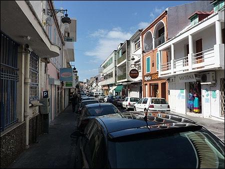 Qui est le maire de la préfecture de la Guadeloupe, Basse-Terre ?