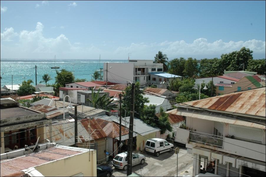 Je suis la ville la plus grande de Guadeloupe, je suis ... ... . .