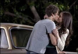 Quand est-ce que Spencer découvre-t-elle qu'il était A pour la protéger ?
