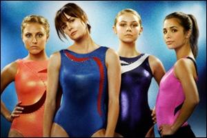 Comment s'appelle le club de gymnastique où s'entraînent les filles ?