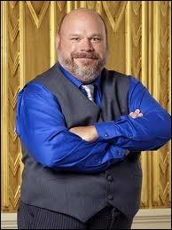 Qui joue Bertram (le majordome) ?