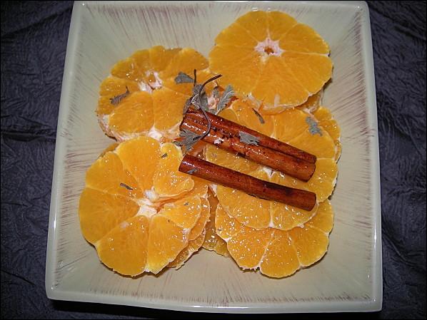 L'orange est utilisée de façons très variées en cuisine. Jus, zeste, sorbets, eau de fleurs... Peut-on en faire des salades ?